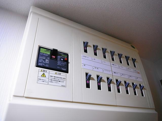 漏電ブレーカーって?ブレーカーの種類や機能、漏電原因や対策について